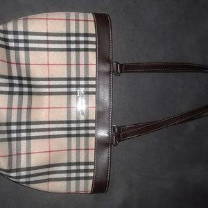 Burberry Pettitte purse